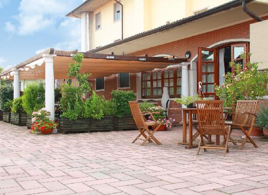 Hotel Il Tagliere d'Oro: Hotel Tagliere d'Oro - Patio
