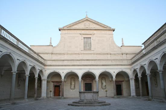 Edra Palace Hotel: interno del santuario