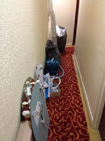 Riviera Hotel : tools left by the workmen in the corridor outside our room
