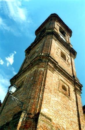 Monta, อิตาลี: La torre campanaria di Montà d'Alba.