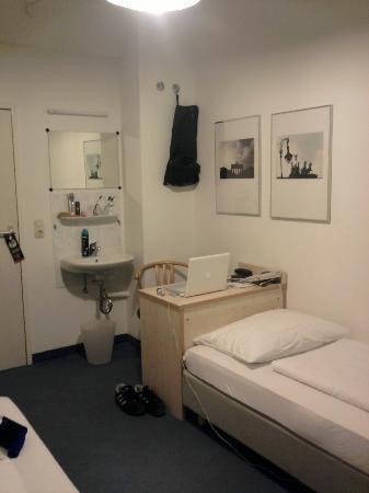 enjoy hotel Berlin City Messe: Zimmer aus Fenstersicht (rechte Seite)