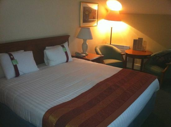 Holiday Inn Rotherham-Sheffield M1, Jct. 33: very cold room, also not much soundproofing from the busy road