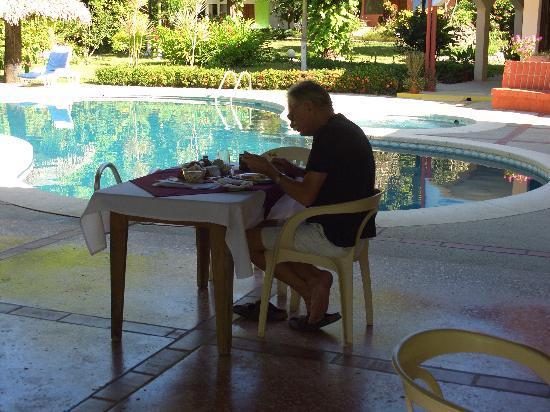 Hotel Las Brisas del Pacifico: Jürgen beim Frühstück