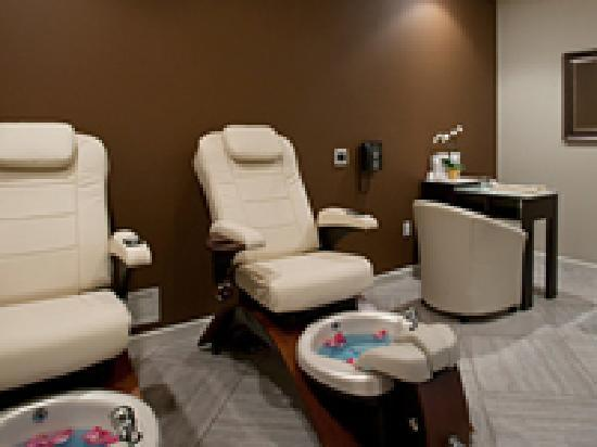 Studio m salon and spa manicure pedicure room picture for Salon de pedicure