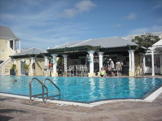 Southernmost Beach Resort: Shores Bar and pool