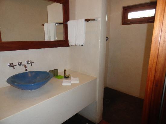 Hotel Casa de Campo Pedasi: extra large bathroom very clean