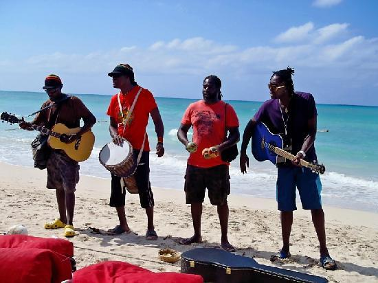 Seven Mile Beach: Awesome Music on the Beach