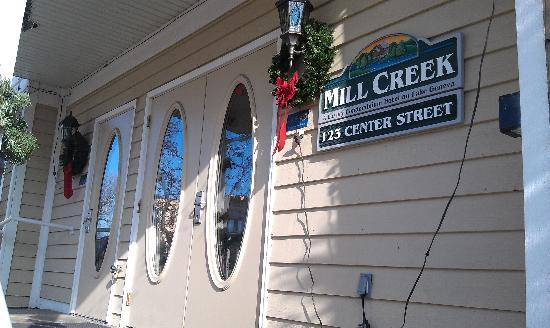 Mill Creek Hotel: entrance