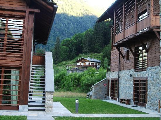 Pietre Gemelle Resort: ..dal giardino
