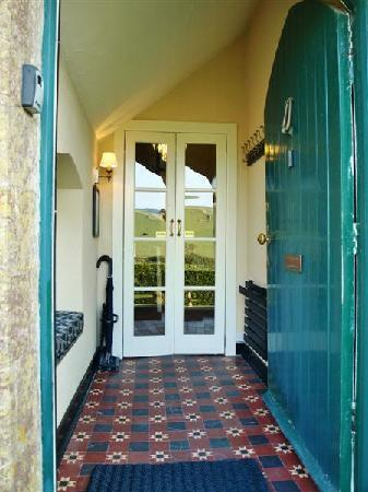 Bindon Bottom B&B: Walkers Welcome! Boot scapers, Tiled Porch, Coat & Boat Drier, Window Seat etc