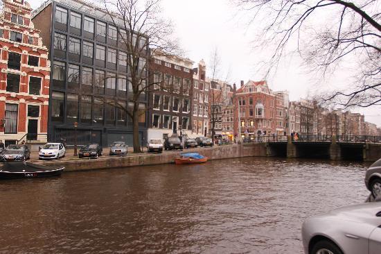 b&nb Herengracht : вид из отеля, на пороге