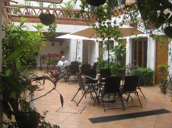 Catedral Vallarta Boutique Hotel: Courtyard