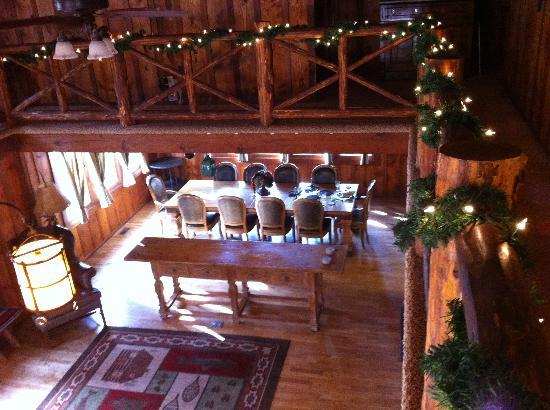 Rocky Mountain Lodge & Cabins: The Dining Area inside the Lodge