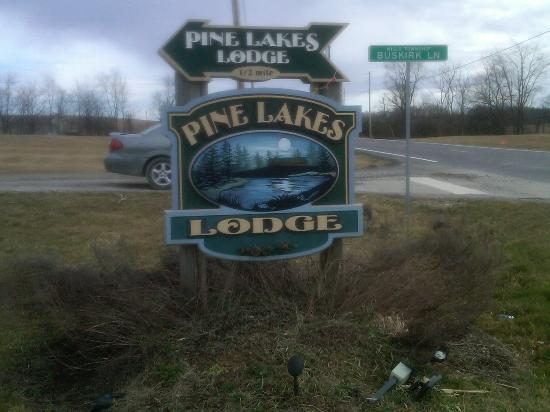 Pine Lakes Lodge B&B Resort and Conference Center: Sign
