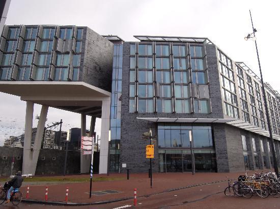 DoubleTree by Hilton Hotel Amsterdam Centraal Station: Fachada delantera