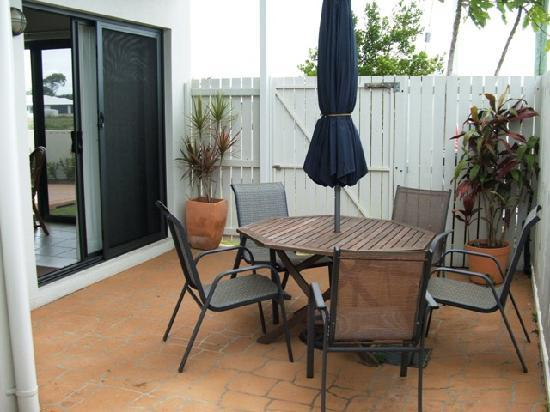 Koola Beach Apartments Bargara : Bargara Dream Townhouse - Courtyard