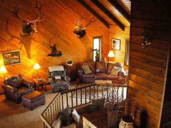 TroutChasers Lodge & Fly Fishing Outfitters: Lodge Great Room