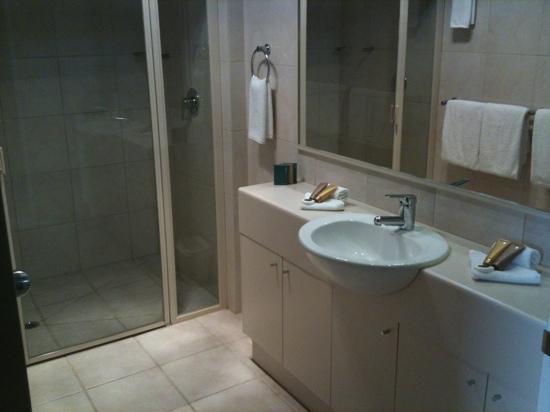 Melbourne Metropole Central: Bathroom in Townhouse Suite