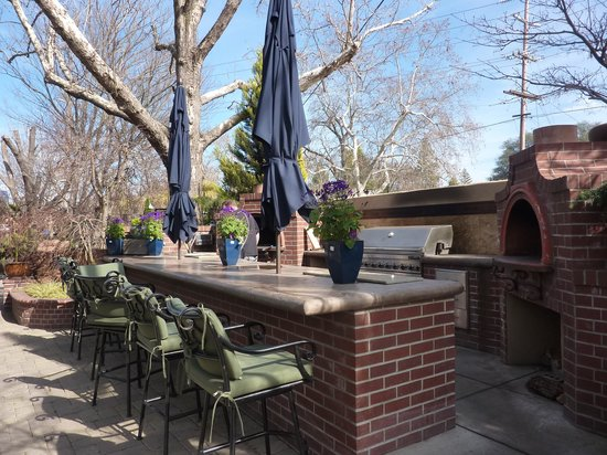 High-Hand Conservatory: Outside the bar and pizza oven