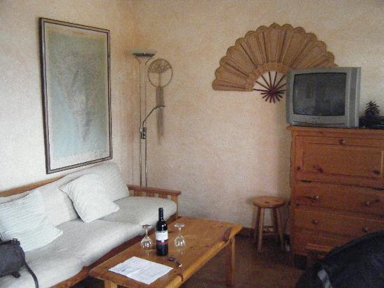 Hermosilla Bungalows y Apartamentos: The living area