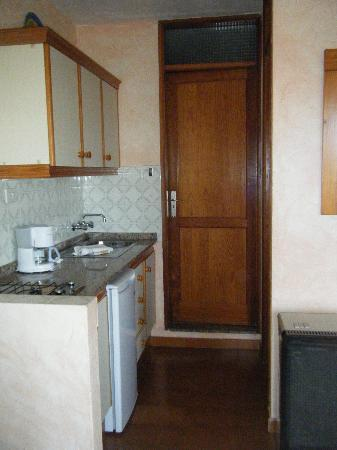 Hermosilla Bungalows y Apartamentos: Kitchen area