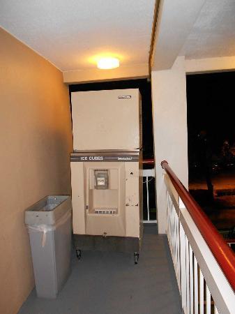 Ramada Orlando Near Convention Center: Máquina de hielo
