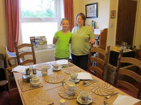 Four Wynds Guest House: Cozy table for breakfast