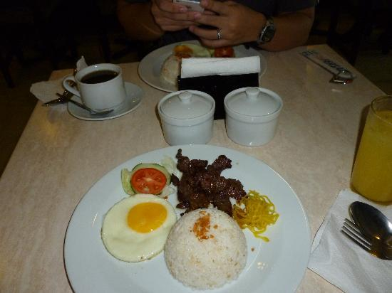 Fersal Hotel Neptune Makati: Our free breakfast