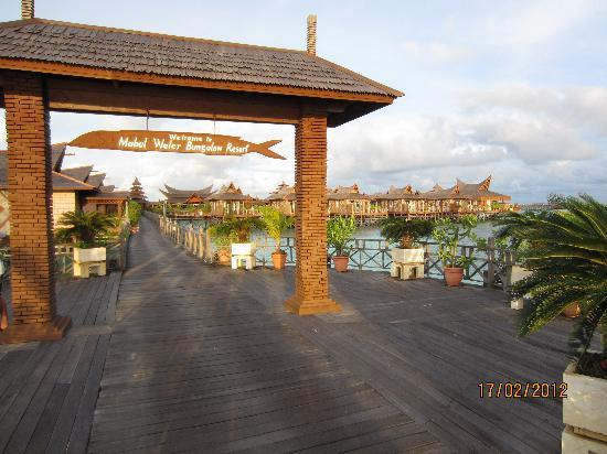 Smart Divers Resort: Mabul Water Bungalows (expensive)