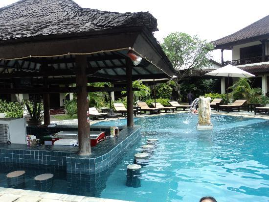 Swimming pool picture of legian paradiso hotel kuta for Hotels in legian bali