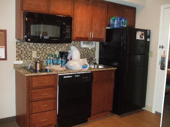 Candlewood Suites Pittsburgh Cranberry : Kitchen