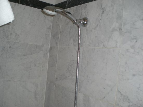Bellesuite Rome: shower