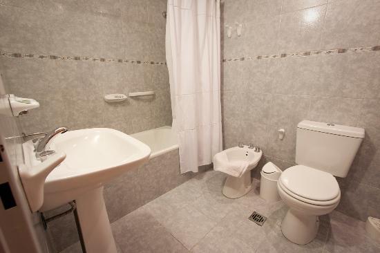 Hotel Mil Rosas : Bañoo