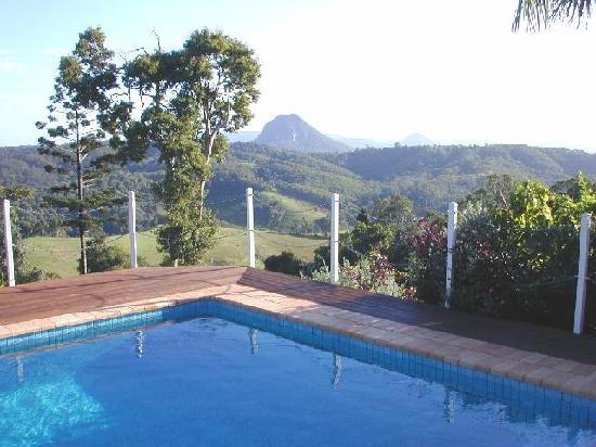 Cooroy Country Cottages: Guest pool views