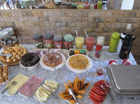 Yes Hotel Pousada: breakfast buffet