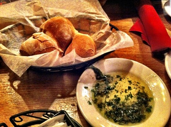 Lui Lui : awesome fresh bread with dipping oil.