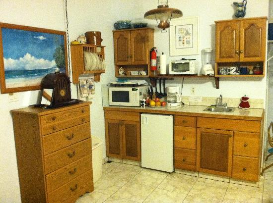 Green Acres Cottages: kitchen