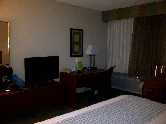 La Quinta Inn & Suites Des Moines-West-Clive: TV & Desk