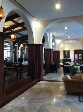 Royal Angkor Resort & Spa: the lobby