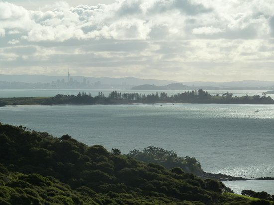 Hauraki Gulf : View from Mudbrick vineyard on Waiheke, looking over Motuihe Island towards Auckland CBD. Harbou