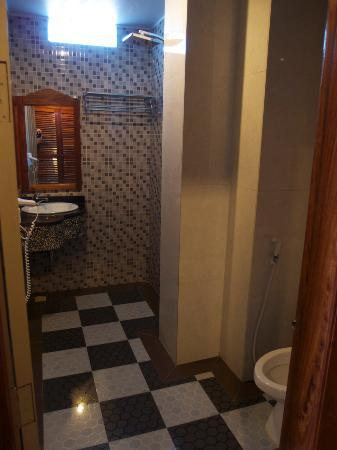 King Fy Hotel: bathroom