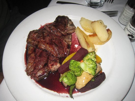 Il Leone Mastrantonio: Lambchop - this picture does not do it justice - the dish was absolutely divine!