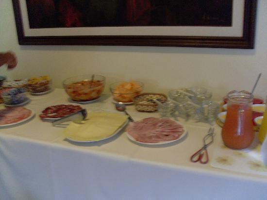 Mercedes Rambla Hotel : Breakfast buffet
