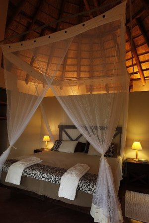 ‪‪Casart Game Lodge‬: BEDROOM RONDAVEL‬