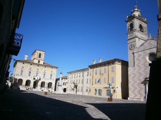 Hotel Giulia Gonzaga: Palazzo Ducale at Piazza Ducale - Sabbioneta