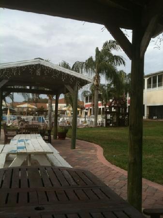 Lake Roy Beach Inn : from lake front