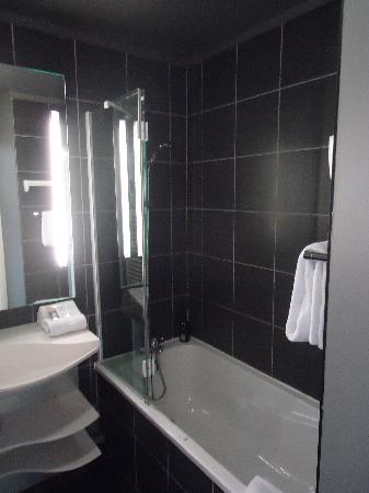 Adagio City Aparthotel Montrouge: badkamer