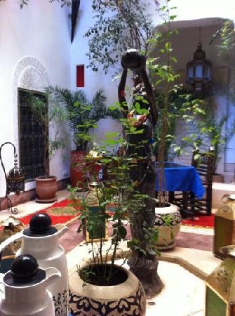 Riad Dar Eliane: courtyard