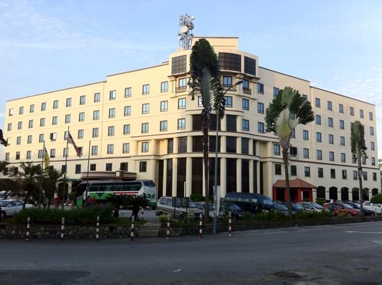 The Aston Hotel Putra Nilai : Front view