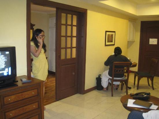 Imperial Palace Suites Quezon City: At the hotel with another friend (bridesmaid). Courtesy of Ms. Jac Ting Lim (sponsor).